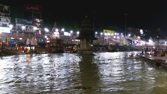 People Bathing at Har Ki Pauri