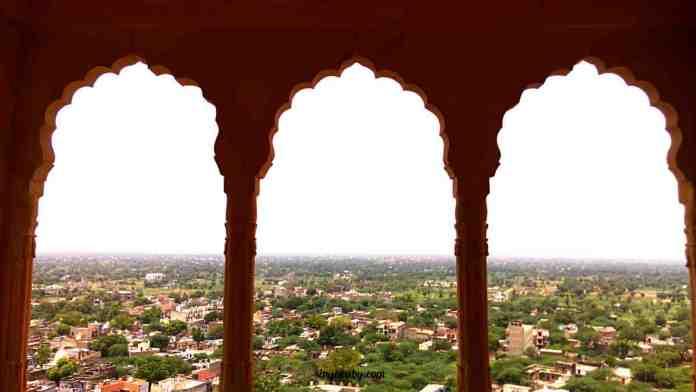 Appreciating symmetry at Neemrana Fort Palace