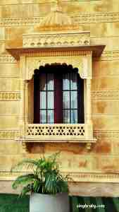 beautiful-windows-at-syna-heritage-hotel