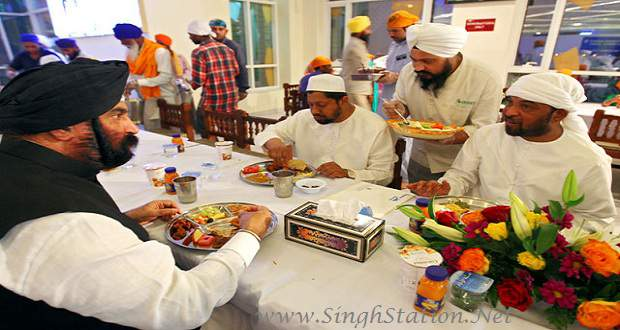 Sikhs hold iftar for fasting Muslims