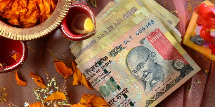 500-1000-rupee-note-pooja-event1