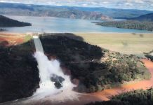 Oroville dam floods california
