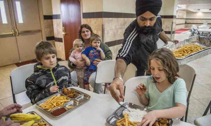 sikhs help oroville evacuee