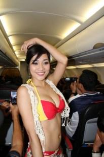 Bikini Show di Dalam Pesawat, Cuma ada di VietJet Air! 5
