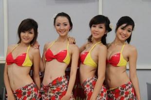 Bikini Show di Dalam Pesawat, Cuma ada di VietJet Air! 6