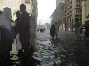 Video Hujan Es dan Banjir di Mekah 29 April 2016 3