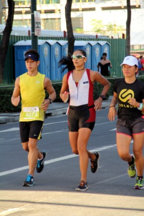 Michelle Estuar (in the middle)