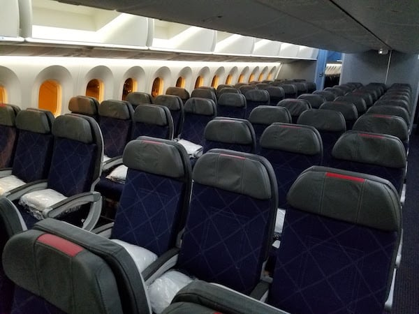 American Airlines 787-8 Main Cabin Extra LAX-AKL