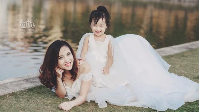 Hải Oanh và con gái Rubi.