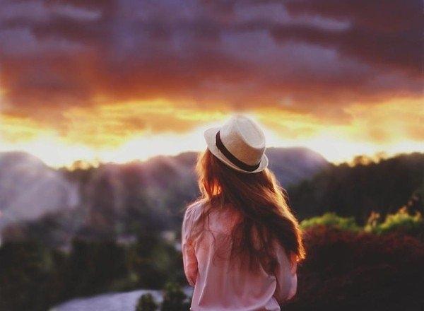 Ngày mai không có anh, mặt trời sẽ vẫn mọc, trái đất sẽ vẫn quay...