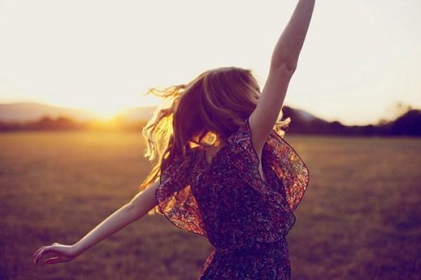 Buông bỏ những thứ không xứng đáng đi rồi bạn sẽ tìm thấy hạnh phúc