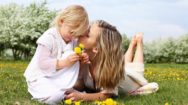 Trên đời này tôi biết, sẽ chẳng ai yêu tôi hơn mẹ...