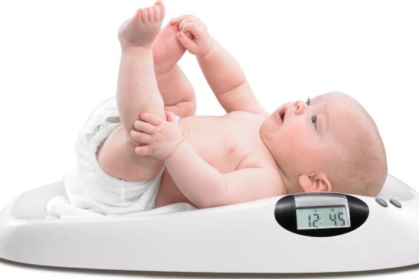 Chuẩn cân nặng của bé: Làm sao để biết bé có thiếu cân hay không?