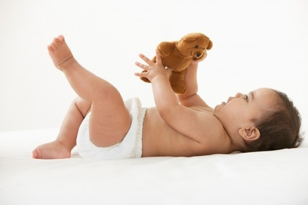 9 cột mốc phát triển quan trọng của bé