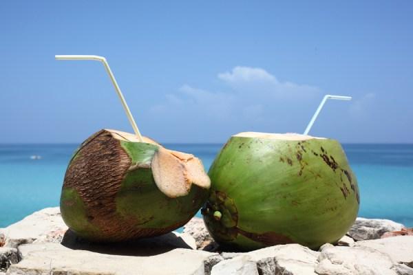 Những lưu ý cho mẹ bầu uống nước dừa khi mang thai