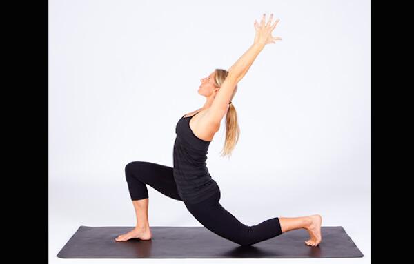 Bài tập yoga duỗi người buổi sáng khởi động ngày mới đầy năng lượng