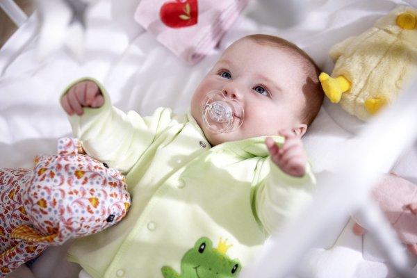 Chăm sóc trẻ sơ sinh mùa đông: Trẻ sơ sinh mặc gì khi ngủ vào mùa đông?