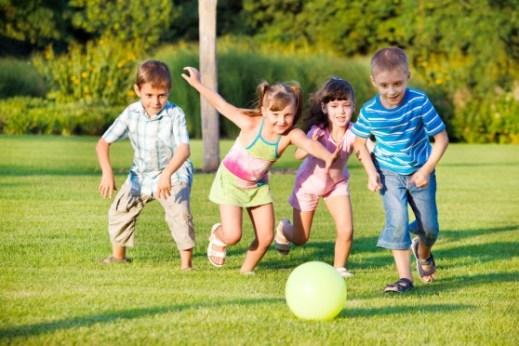 khuyến khích con tham gia các hoạt động thể thao