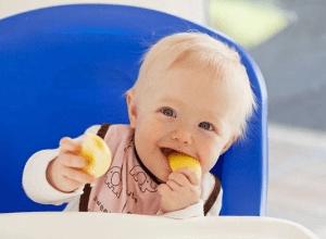 Cách chọn bánh ăn dặm cho bé