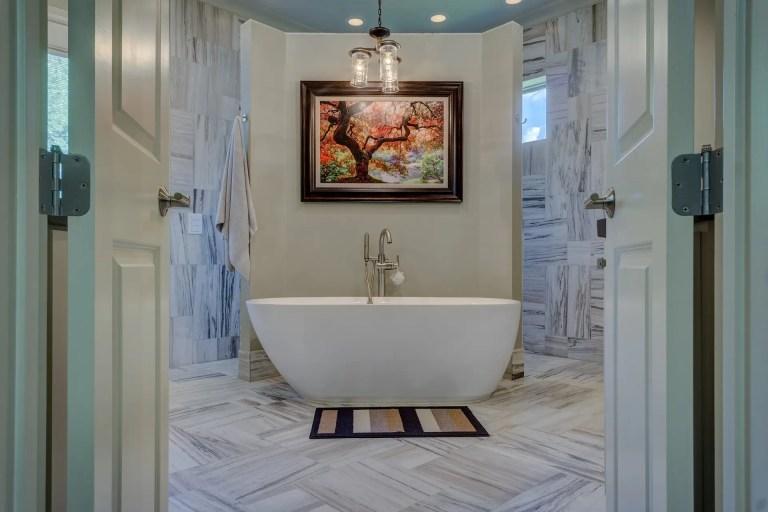 A contemporary bathroom.