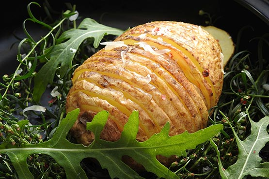 Hasselback potatoes recipes. Easy and delicious.