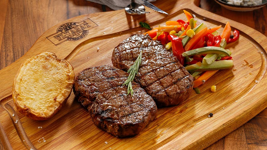 How Top Steakhouse Chefs Create Steak Recipes