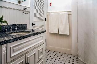 1030 Hudson St 9 bathroom