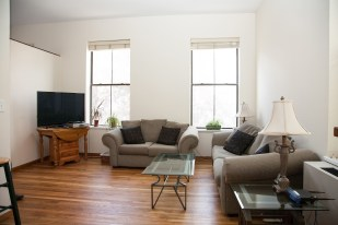 41 1st St 2e - living room