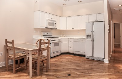 930 Hudson St 4 - kitchen