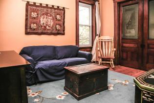 1248 Bloomfield St 2 living room