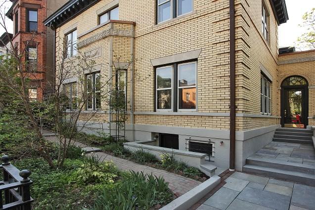 926 Castle Point Terrace - streetside