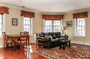 904 Jefferson St 21 - living room