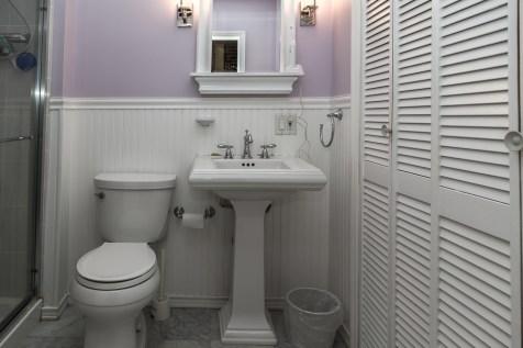 1011 Garden St - bathroom
