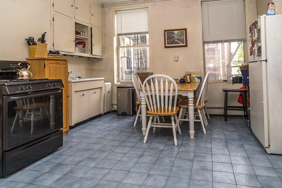 1106 Washington St #2S - kitchen