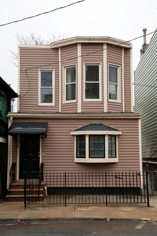 276 Webster Ave - Front