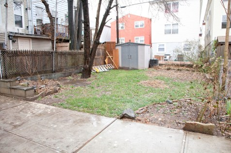 276 Webster Ave - Yard