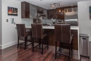 608 Observer Hwy 505 - bar & kitchen