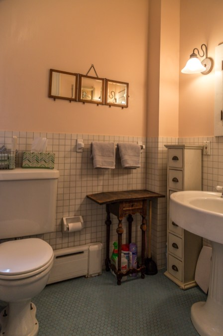 162 9th St - bathroom