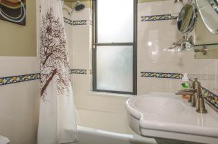 533 Park Ave - Bathroom 1