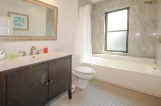 533 Park Ave - Bathroom 2