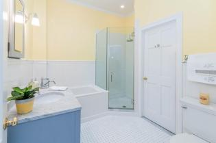 1111 Bloomfield St Hoboken NJ-large-004-3-Bathroom-1500x997-72dpi