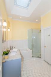 1111 Bloomfield St Hoboken NJ-large-005-6-Bathroom-665x1000-72dpi