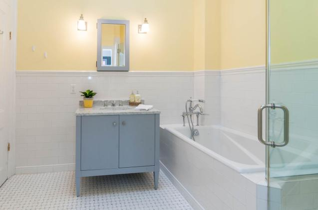 1111 Bloomfield St Hoboken NJ-large-006-8-Bathroom-1500x997-72dpi