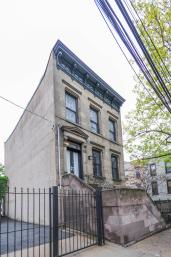 161 13th St - Front of House