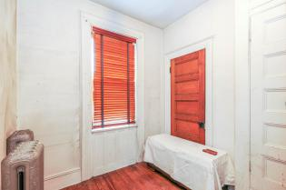 359 Ogden Ave - hall room