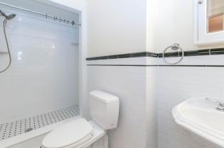 722 Hudson St - bathroom
