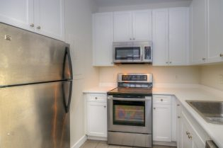 1500 Washington St 7M kitchen 2