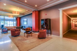 1500 Washington St 7M lounge
