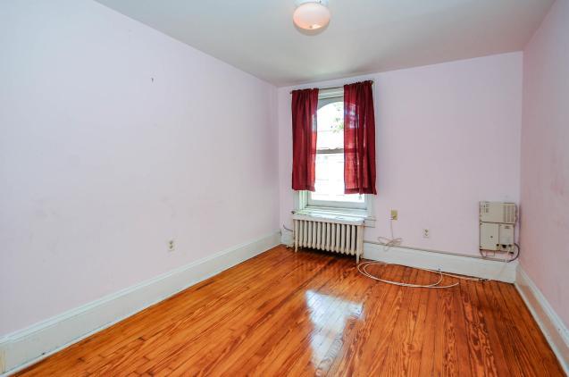 526 Bloomfield St apt bedroom 1