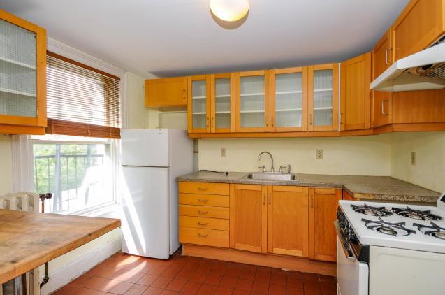 526 Bloomfield St apt kitchen